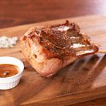 ニュージーランド産骨付き仔牛肉「ボビーヴィールチョップ」柿グレイビーソース