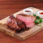 USDA認定!肉質最上級ランク「プライム」の牛肉希少部位:ザブトンの肉塊ステーキ ポルチーニソース