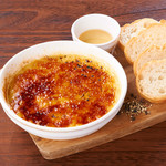 クワトロチーズのブリュレ ハチミツ添え