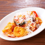 チーズを包んだおつまみショートパスタ カペレッティ・ロマニョーリのトマトソース