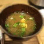 鶏水炊き・焼鳥 健美宴 - オクラ入り味噌汁