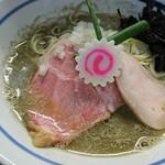 中華そば いづる - 料理写真:煮干ラーメンアップ(結構濃い)