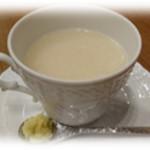 和食香穂 - 米と米麹だけの甘酒 (生姜添え) テレビや雑誌でも特集されて話題。飲む点滴と言われるほど身体に嬉しい効果が期待される『麹』の甘酒。ノンアルコール。砂糖も入っていません。