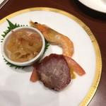 92545921 - 三種前菜の盛り合わせ、海老の味噌がたっぷりでメチャ旨です。