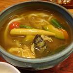 92546175 - カレーうどんは野菜たっぷり!
