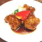 中国料理 梨杏 - パイナップル入り黒酢の酢豚です。