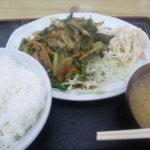 9255369 - 豚肉とにんにくの芽炒め定食450円