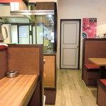 来福軒 - カウンター&テーブル席 改装されてキレイ