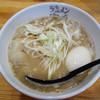 海鳴食堂 - 料理写真:魚介とんこつラーメン+半熟煮玉子100円。