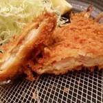マ・メゾンのとんかつ - 「25cmのエビフリャ~」は自分でハサミで切って食べます