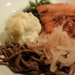 美食焼肉トラジ 葉菜 - サラダバーから好きなものを