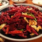 Chuunarabochouyou - 天使の海老とカシューナッツのピリ辛炒め。このトウガラシの中に海老3匹w
