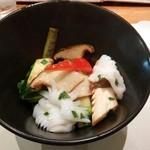 欣喜 - アオリイカと彩り野菜の紫蘇入り塩味炒め