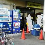 ラーメン二郎 - 店舗外観 猛暑です。