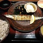 大戸屋 - 生さんまの炭火焼き定食(1尾)
