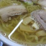 坂内食堂 - 澄んだスープが最高なんです