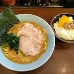 寿々喜家 - 料理写真:ラーメン並にチャーシュートッピングとライス