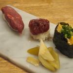 博多筑紫口 肉寿司 - 極上赤身、塩ユッケ握り、フォアグラ軍艦