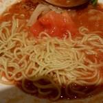 真っ赤ならーめん とまこ - 麺とトマト