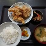 とんとん 義太郎 - 唐揚げ定食 580円