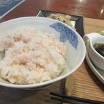 ヘルスワークス - 御飯は白米は雑穀米が選べたんで雑穀米を選んでみました。