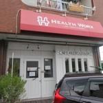 ヘルスワークス - お店は福岡外環状線。梅林駅入口の信号を少し北に入ればあります。