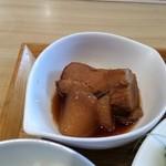 洋食堂 はなや - 豚の角煮。大根にお味がしみこんでおります。
