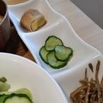 洋食堂 はなや - 小鉢は他のランチセットにもついている模様でした。