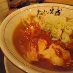 タンメン笑盛 - 辛味はレベル5でそこそこ。  日本激辛党員なら余裕の心地よい刺激。  効かないって事は無いが、味噌豚骨に包まれ、  円みを付けられ、シャープな辛味が鈍っていた。