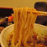 92573445 - 麺は中太麺ストレート麺、加水率は中級。  チャンポン麺的な装い。
