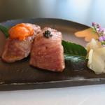 モリタ屋 - 30年9月 和牛トロ肉の炙り寿司 キャビア添え ・和牛赤身肉の炙り寿司 雲丹添え