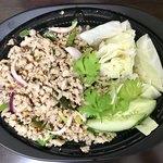 ローンスラータイ1950's - ラープガイ イサーン地方の定番料理。 (鶏肉の香草和え)1000円