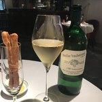 Cantina GIOIOSO - グリッシーニとノンアル白ワイン