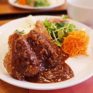 毎週土曜に変わる週替りランチ、欧州料理を気軽に定食スタイル