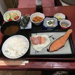 貴 - 缶ビール付きで朝定食は550円です。 ☆*:.。. o(≧▽≦)o .。.:*☆