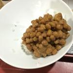 貴 - 30年ぶりに食べた納豆ご飯…味付け海苔で巻いて頂きました。(^^; メチャ健康的ですよね。