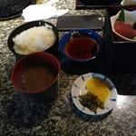 天ぷらの店 あしべ - ごはん、赤だし等