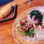 92593513 - 前菜の盛り合わせ マチのカルパッチョ 空芯菜のマリネヤコ貝とドライトマト