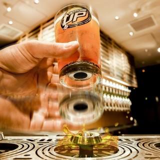 新発想『ボトムスアップ』ビールがグラスの底から注がれる!?