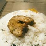 ビストロ フライデーソックス - 炙り焼豚は豚バラロールのとろふわ煮豚が3枚。炙り焼豚カリー(税込1500円)だと1枚増えるそう。