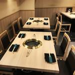 肉いち枚 - テーブルは縦、横のレイアウトが可能です。