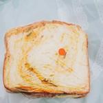 サン ポタマージュ - かぼちゃパンのサンドイッチ 130円(税抜) (赤い丸はシールです)