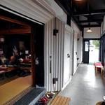横丁とうふ店 最上川千本だんご - 土蔵風のイートインスペース