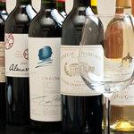 esora - 鍋に合うワインとりそろえております。