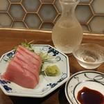 92600635 - まぐろと日本酒です