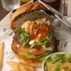 バーガーマニア - 料理写真:月替わりイチジク、ゴルゴンゾーラ、ルッコラのハンバーガー