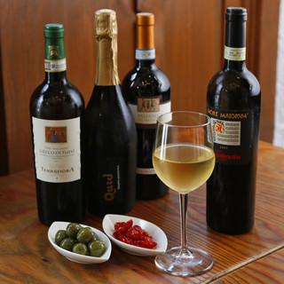 カンパニア州のワインが豊富。ピッツァとの相性も抜群です♪