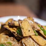 李湘潭 湘菜館 - 香乾炒肉(おしどうふとぶたにくいため)、乾豆腐(おしどうふ)