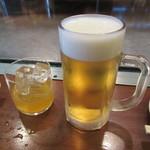 もみじ屋 - にごり杏露酎 ロック 420円 & 生ビール 580円