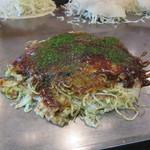 もみじ屋 - 肉玉いか天ソバ 950円